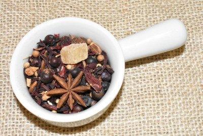 Mezcla de hierbas, especies y frutas Gintonic